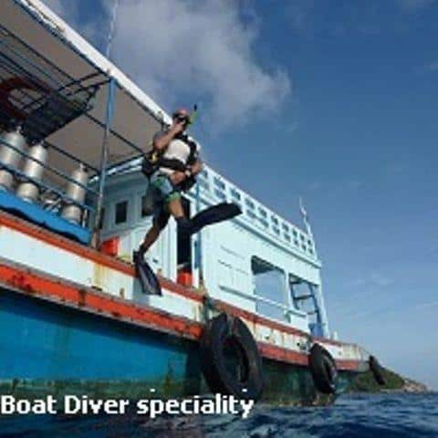 D15lDJL Diving Koh Tao boat diver speciality