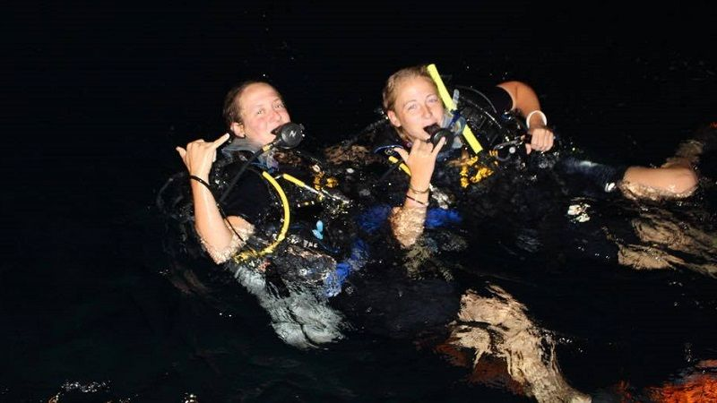 night dive students davy jones locker koh tao